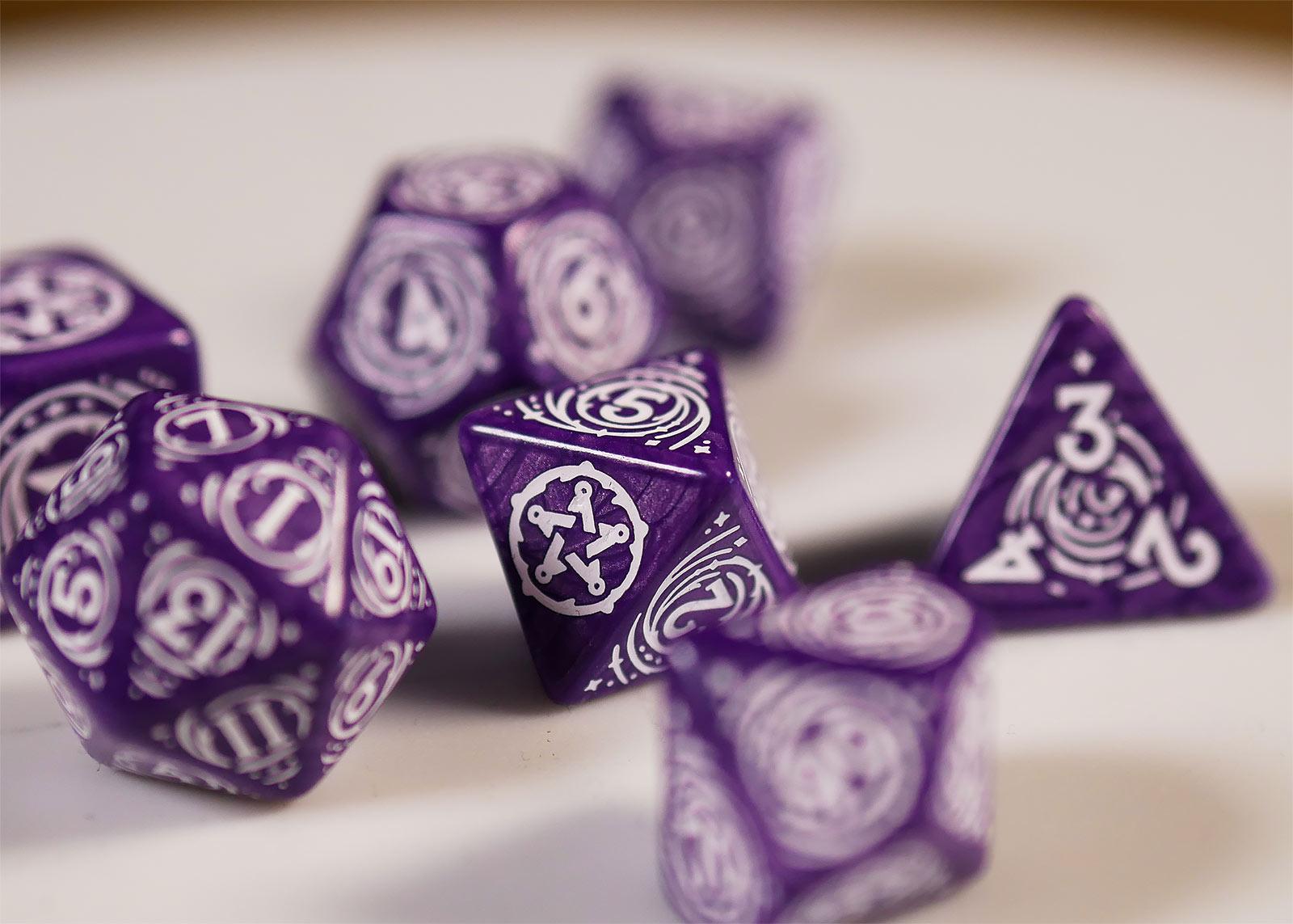 Witcher - Yennefer Lilac & Gooseberries RPG Würfel Set 7tlg mit Sammlermünze