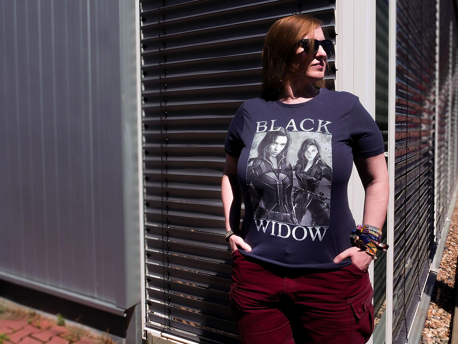 Black Widow - Poster T-Shirt grau