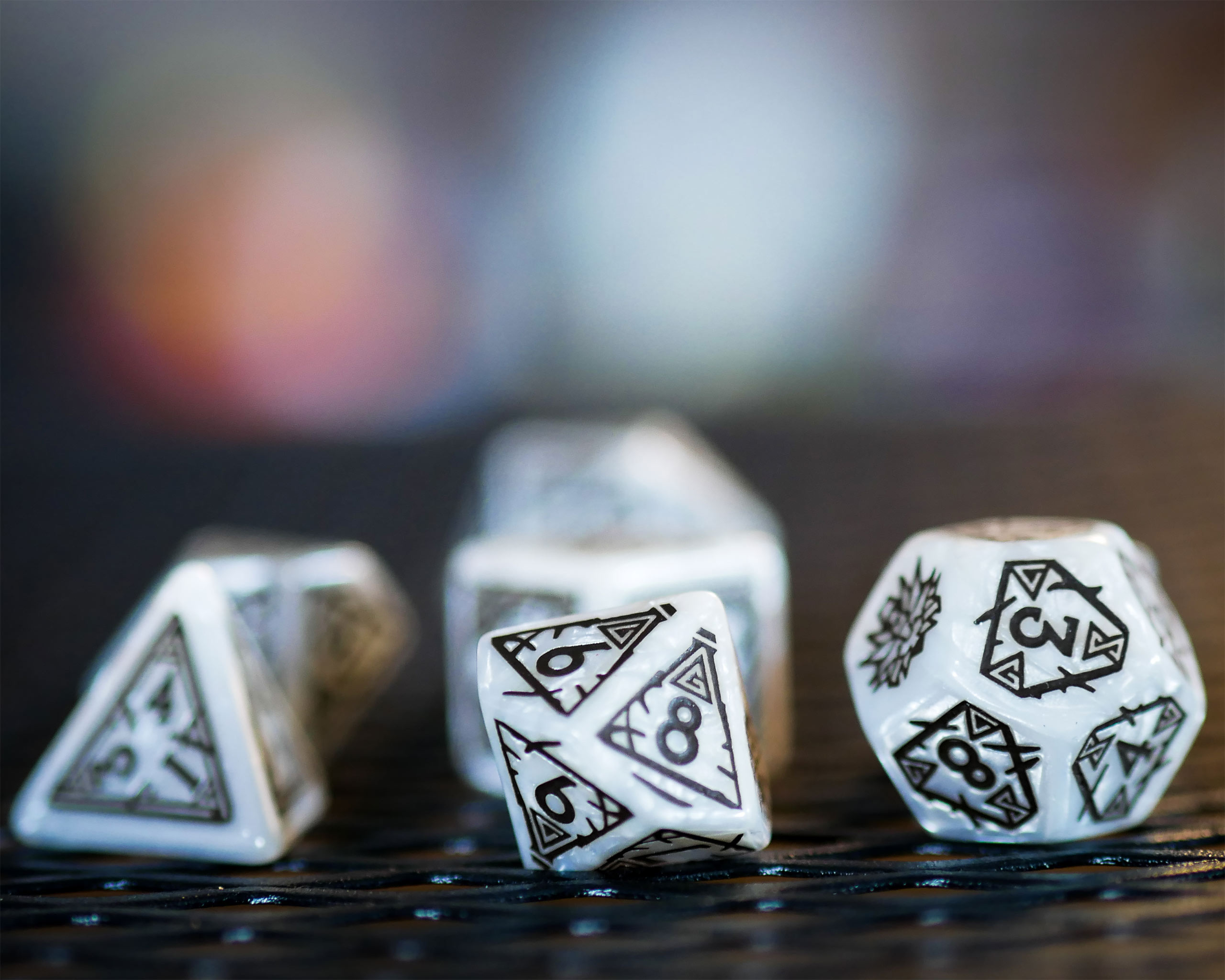 Witcher - Geralt White Wolf RPG Würfel Set 7tlg mit Sammlermünze