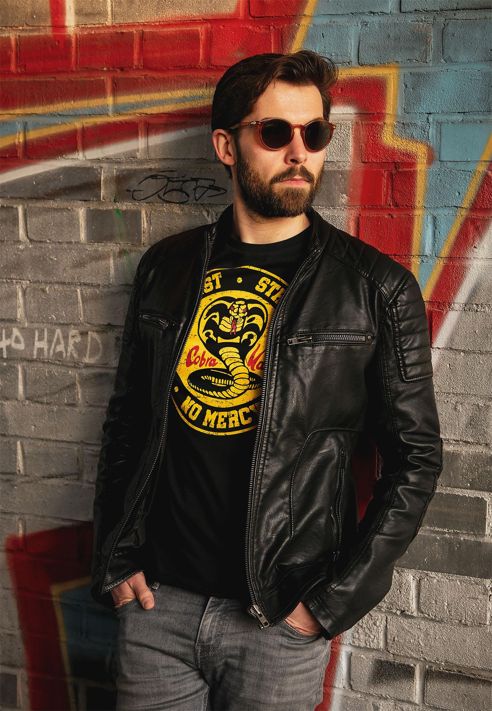 Cobra Kai Logo T-Shirt für Karate Kid Fans schwarz